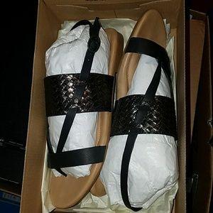 New UGG Verona metallic sandal size 9